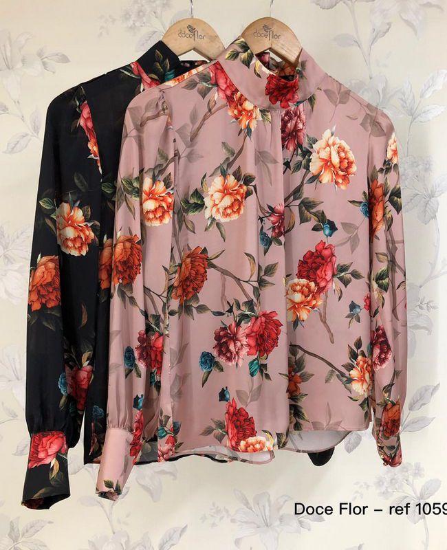 Camisa Doce Flor em Crepe com Gola Alta Floral