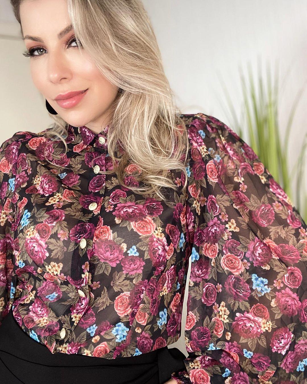 Camisa em Tule Floral com Botoes Morina