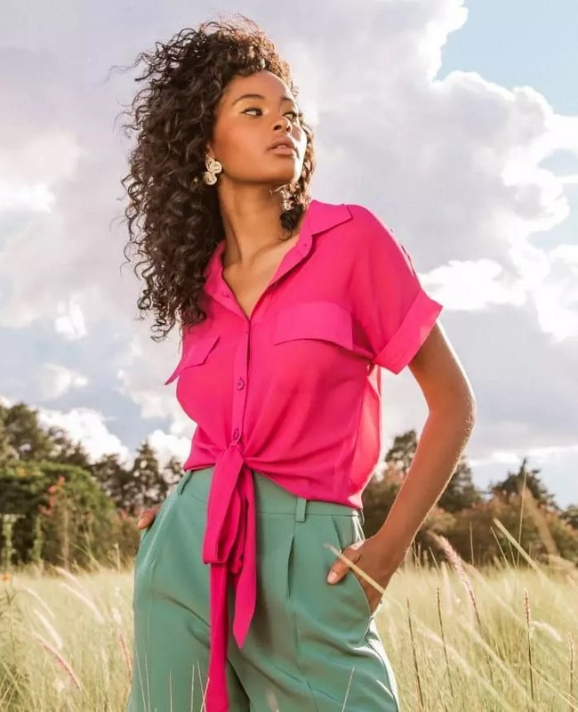 Camisa Lisa com Bolso Fake e Amarracao Aramodu