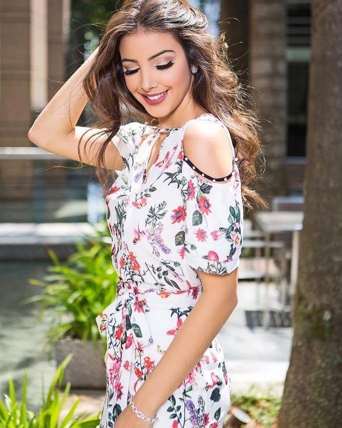 Conjunto Unique Chic com Blusa e Saia Floral