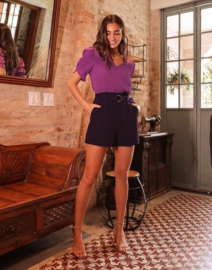Shorts Alfaiataria com Cinto Fivela e Detalhe de Bolso Faca Donna Ritz