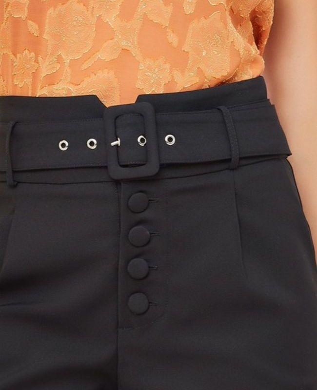 Shorts Botao Fivela Forrado