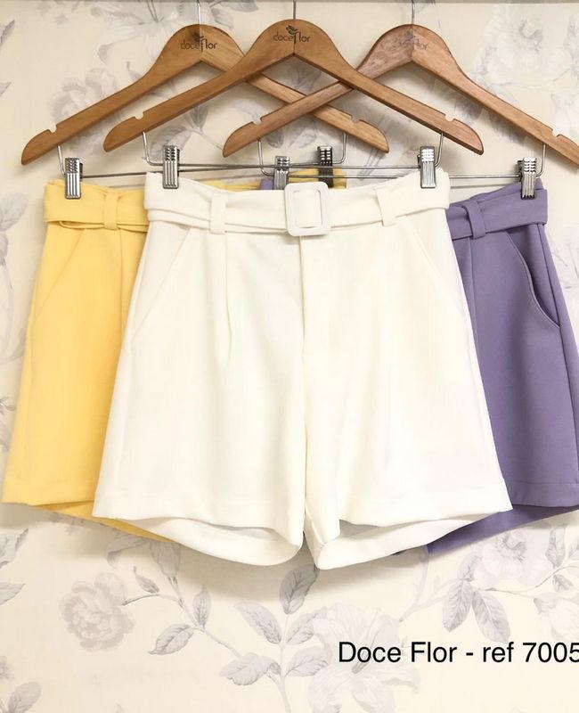Shorts com Pregas e Cinto Doce Flor