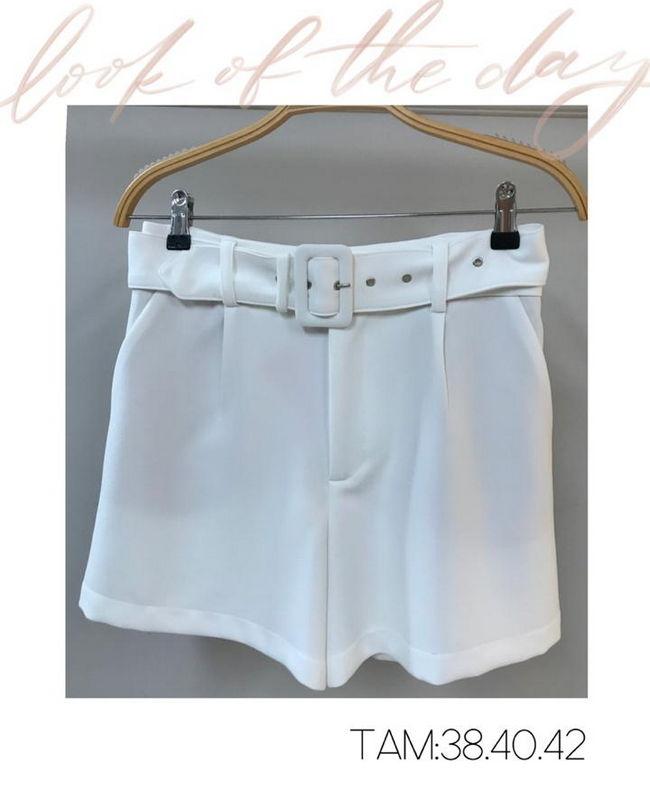 Shorts em Alfaiataraia com Detalhe de Pregas na Frente e Cinto Forrado Donna Ritz