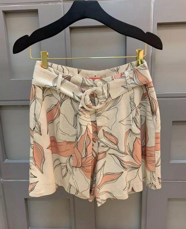 Shorts Floral com Cinto em Viscolinho Aramodu