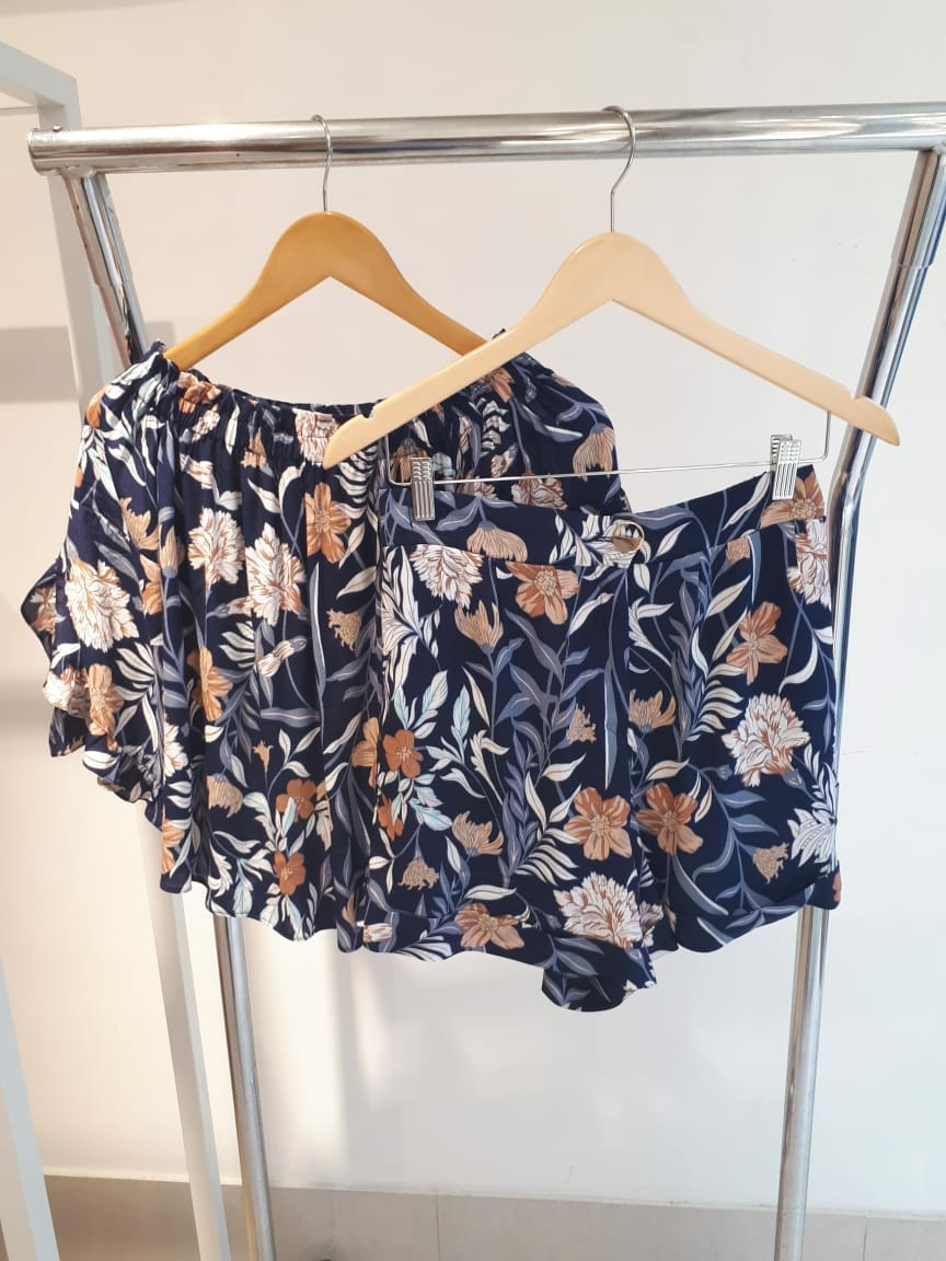 Shorts Floral em Crepe Milalai