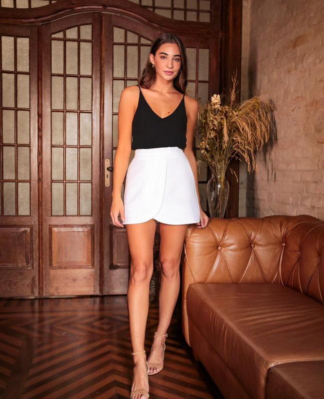 Shorts Saia com Pregas na Cintura e Bolso Faca nas Laterais Donna Ritz