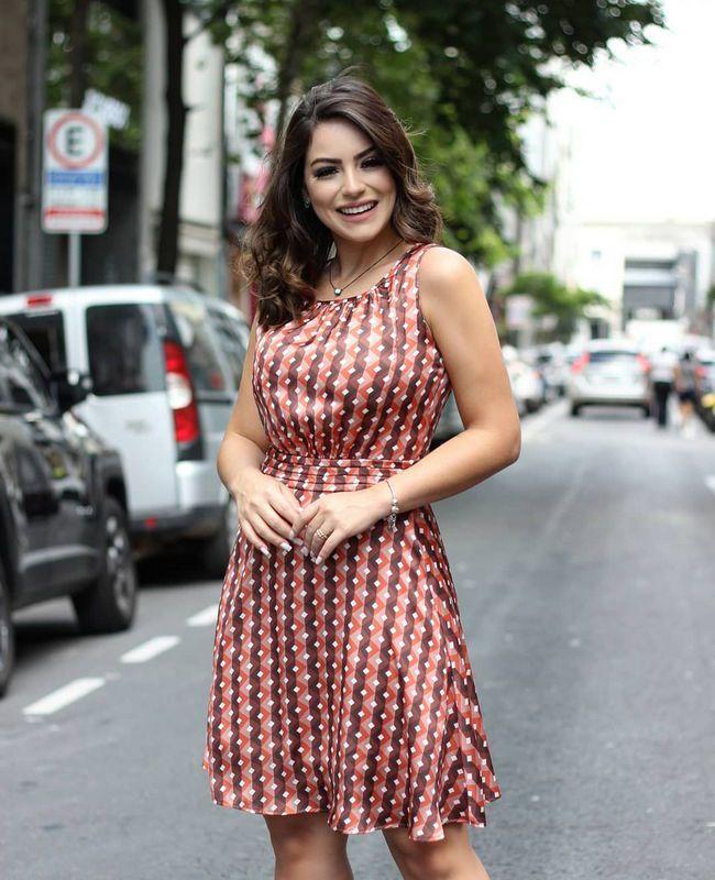 Vestido Doce Flor em Cetim com Estampa Gravataria