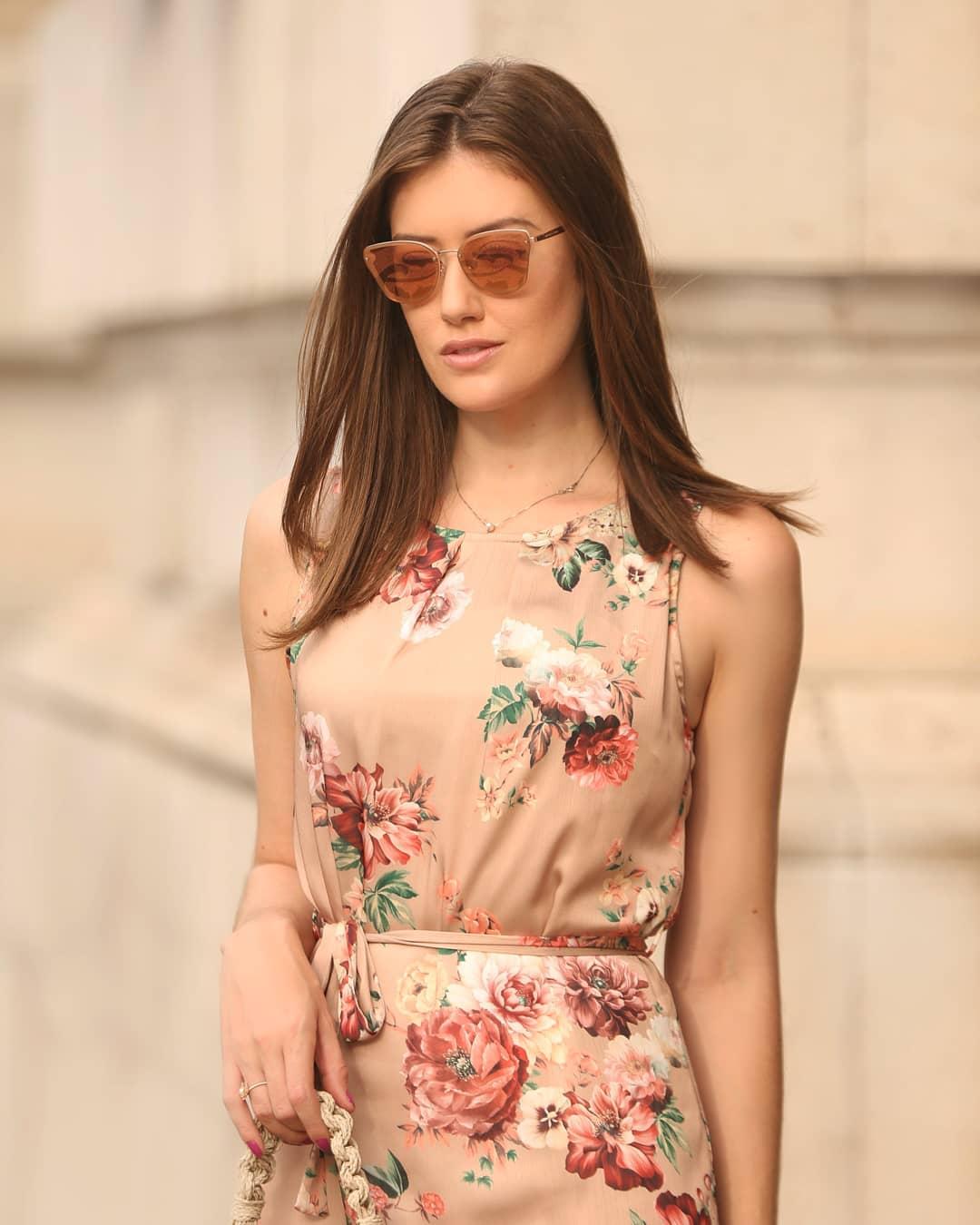 Vestido Floral Basico em Crepe Doce Flor