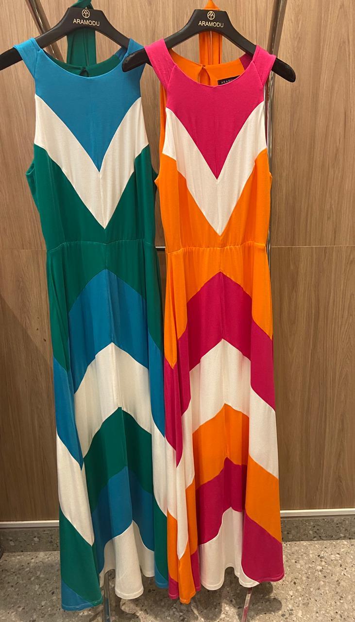 Vestido Longo em Malha Estampa Chevron Aramodu