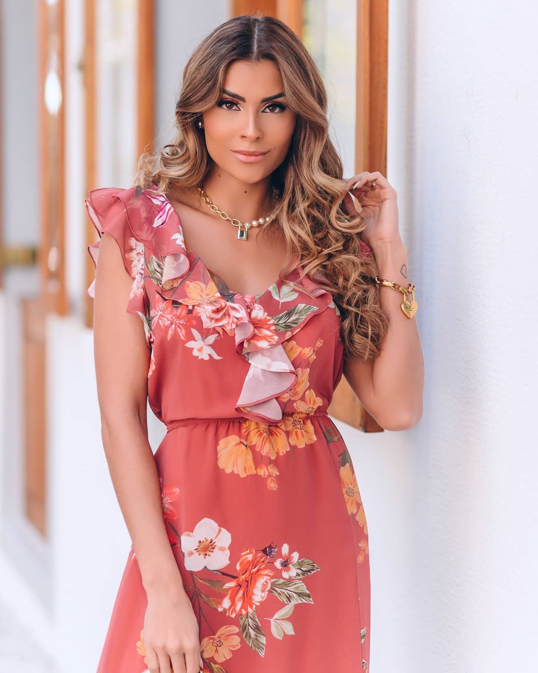 Vestido Midi Floral com Babados e Estampa Exclusiva