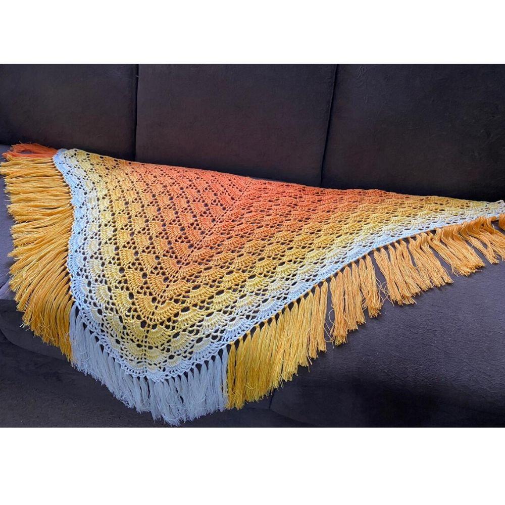 Xale de Crochê Fio Prisma Amarelo com bico e franja