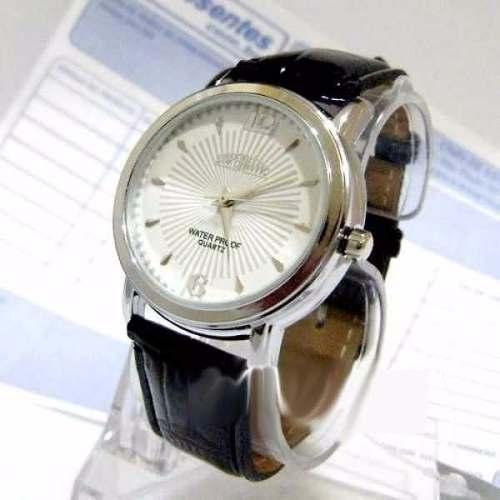 Relógio Pulso Pulseira Couro Envernizado Fundo Branco  - E-Presentes