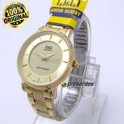 Relógio Feminino Dourado 31mm Q&q Quartz Wr30 Q945j001y