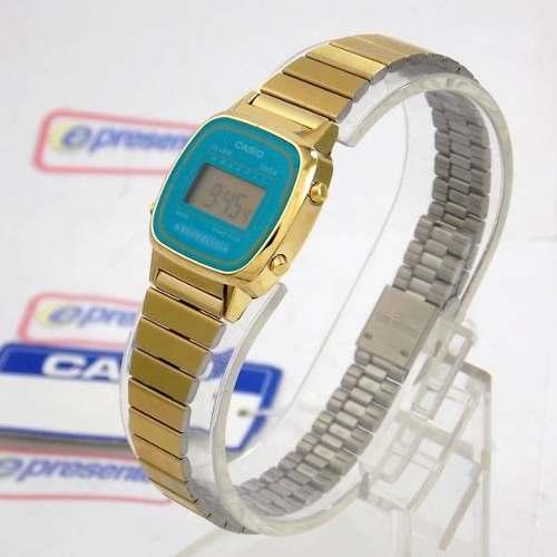 59bd6217ca2 LA670WGA-2DF Relogio Feminino Casio Vintage Mini Dourado Fundo Azul Retro -  E-Presentes