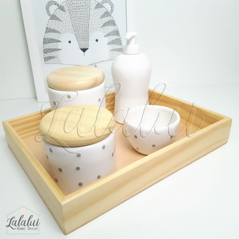 Kit Higiene Branco com poá cinza e Tampas de Madeira K11