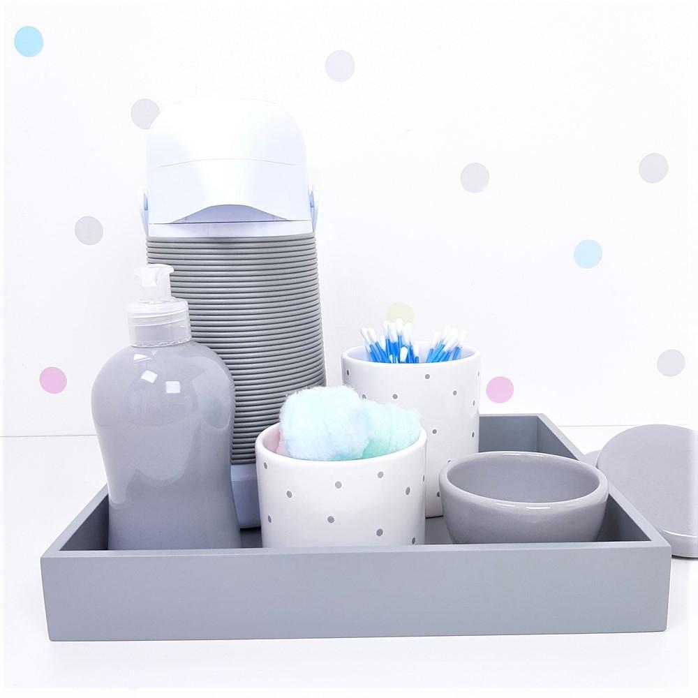 Kit Higiene   Poá Cinza com Bandeja de Mdf e Garrafa Alinhavada (LA2347)