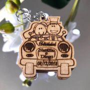 Ref. 015 -  Chaveiros Casamento Noivos no Carro Personalizados MDF CRU
