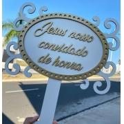 """Ref. 019 - Placa MDF Branco com Dourado """"Jesus nosso convidado de honra"""" MDF BRANCO 35cm"""