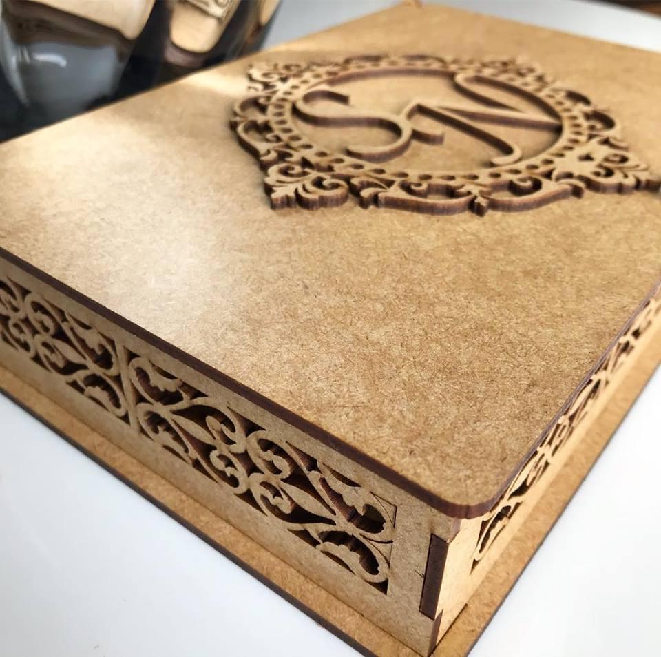 Ref. 004 - Caixa Personalizada MDF Cru 22x15cmx5cm Padrinhos