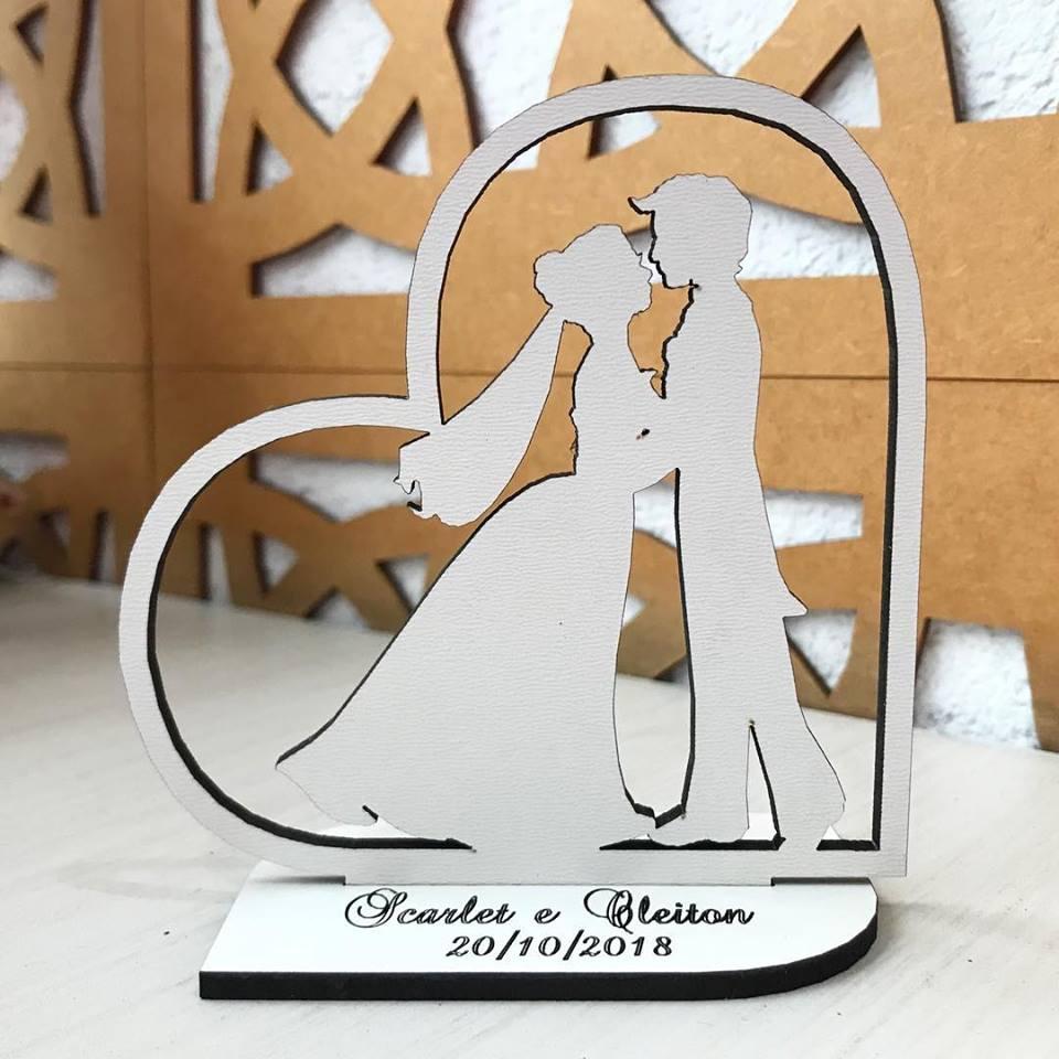 Ref. 005 - Topo de Bolo MDF Branco Coração Noivos Casamento 15cm