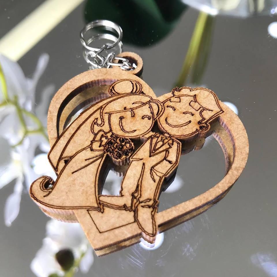 Ref. 009  - Chaveiros Casamento Personalizado Coração MDF CRU