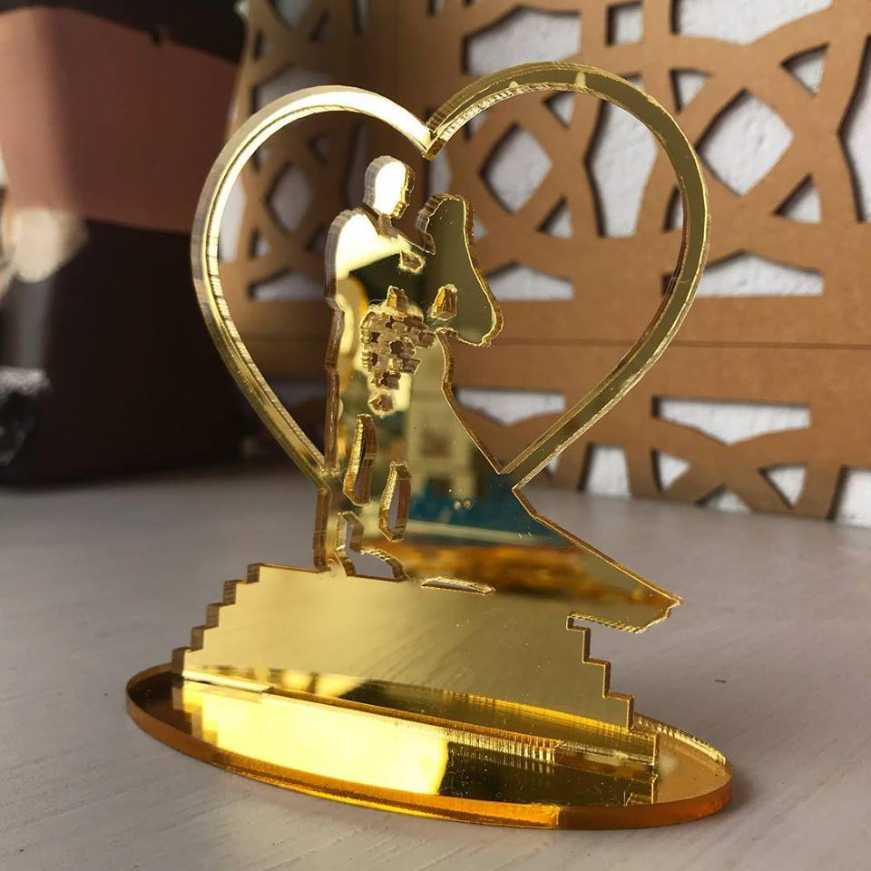 Ref. 009 - Topo de Bolo Noivos Casamento 15cm Dourado Espelhado