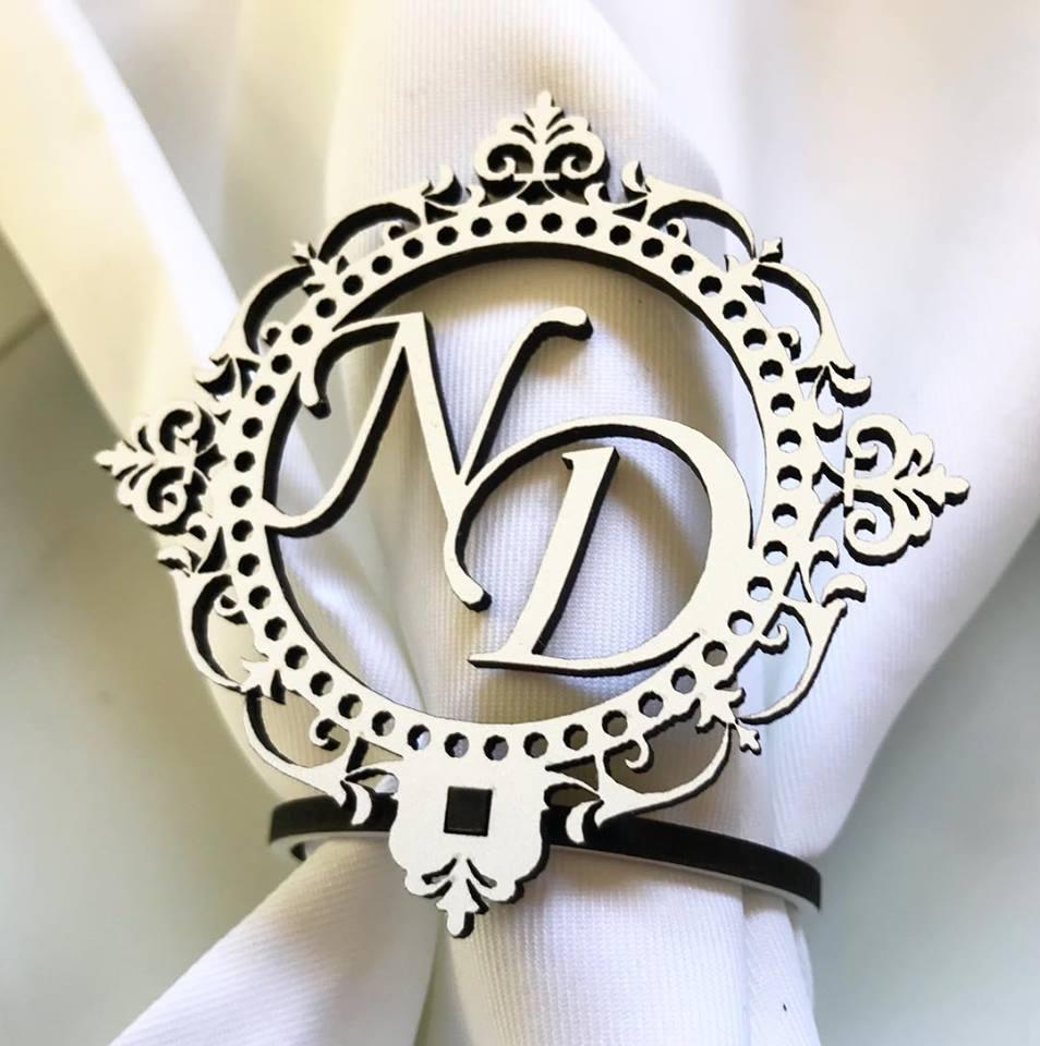 Ref. 004 - Porta Guardanapos Brasão MDF Branco Casamento