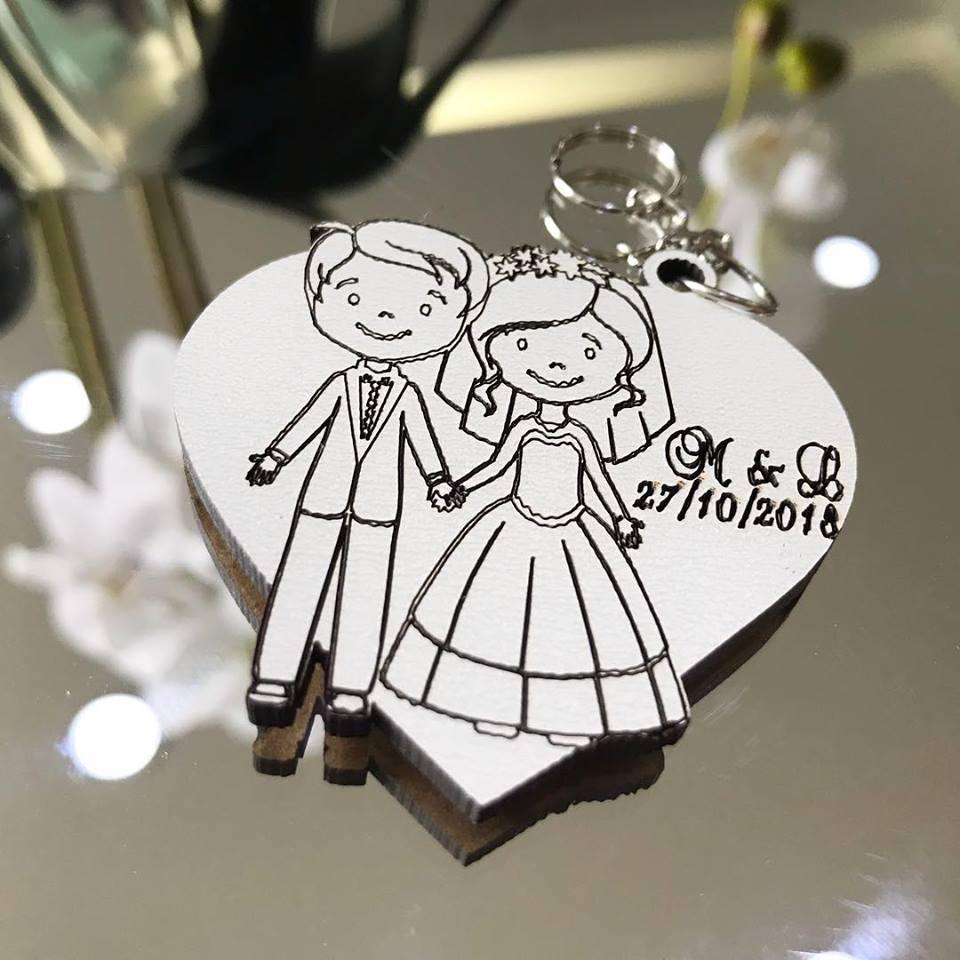 Ref. 010  -  Chaveiros Casamento Personalizado Coração Noivos MDF BRANCO
