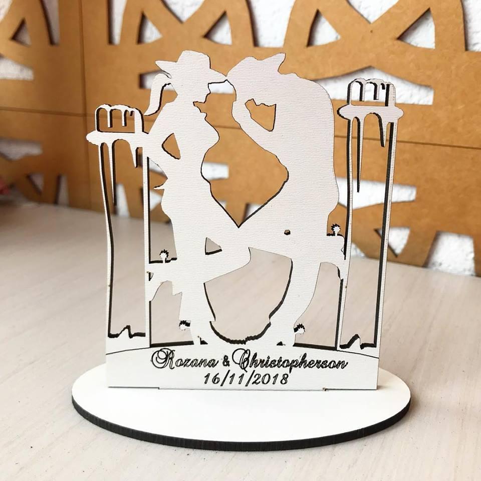 Ref. 010 - Kit Lembrancinhas de Casamento Personalizadas MDF Branco Noivos Cowboy Cowgirl Country
