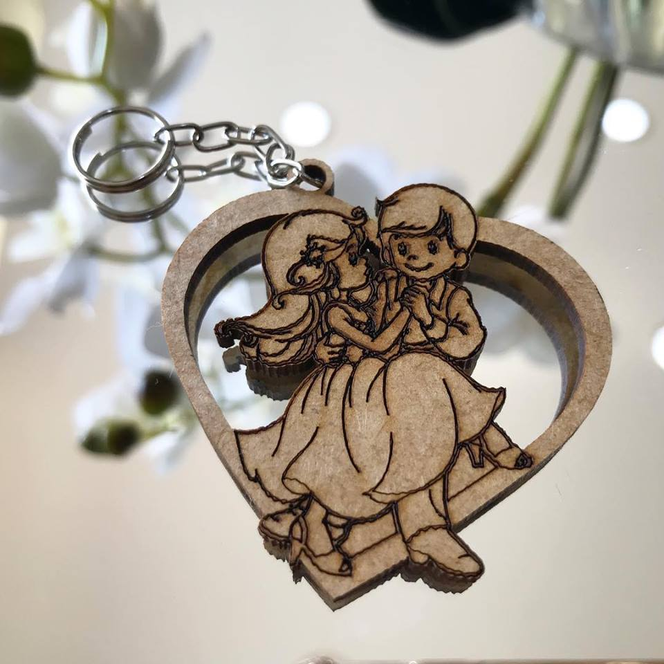 Ref. 012  - Chaveiros Casamento Personalizado Coração MDF CRU