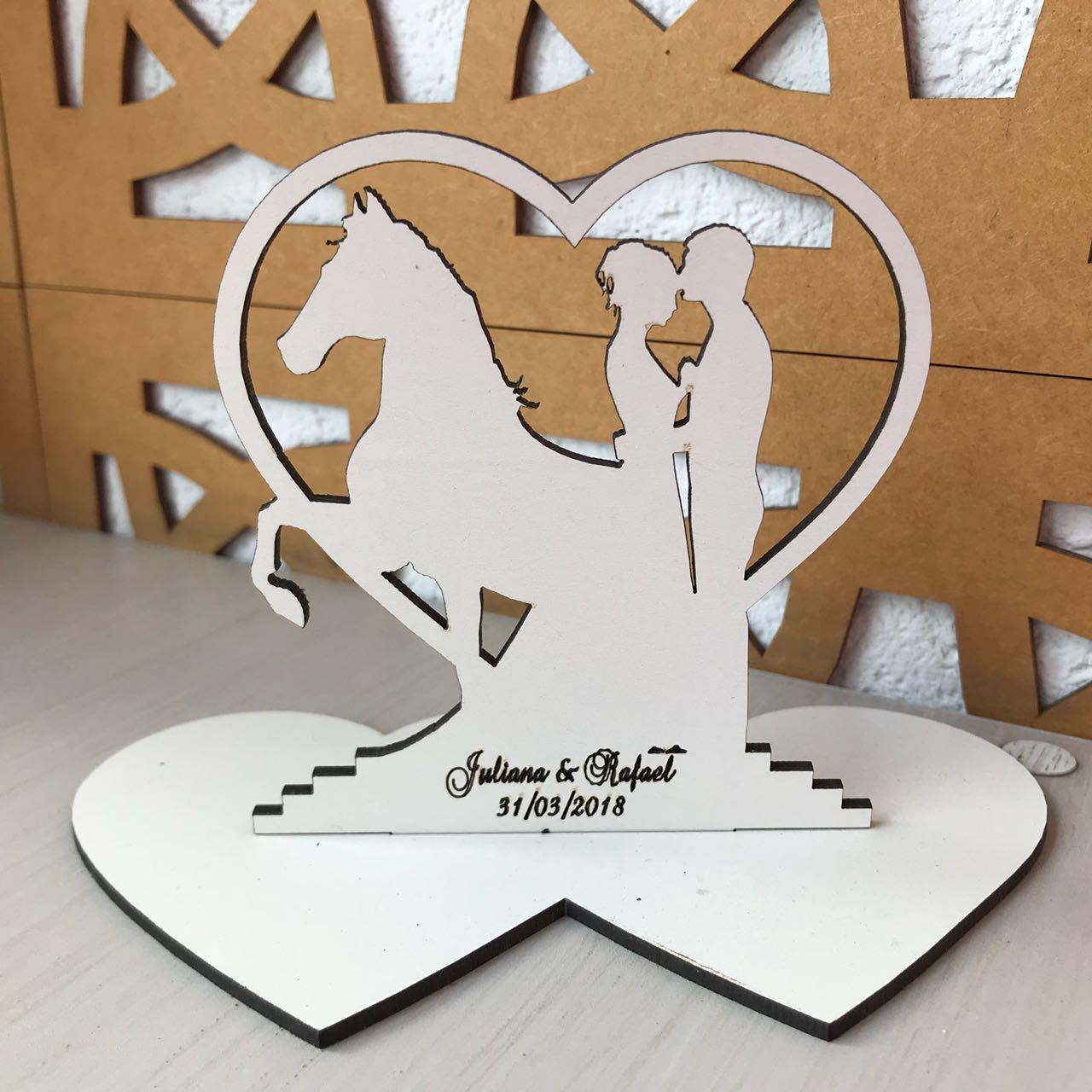 Ref. 012 - Kit Lembrancinhas de Casamento Personalizadas MDF Branco Noivos Cavalo