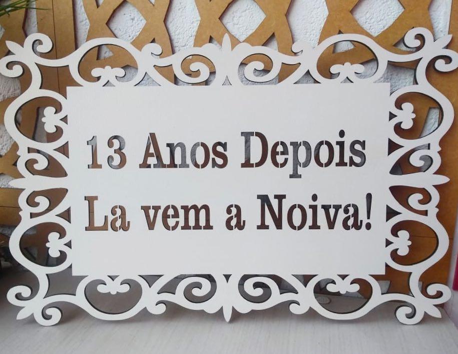 Ref. 014 - Placa Provençal 13 Anos Depois Lá vem a Noiva Daminha MDF BRANCO 40cm