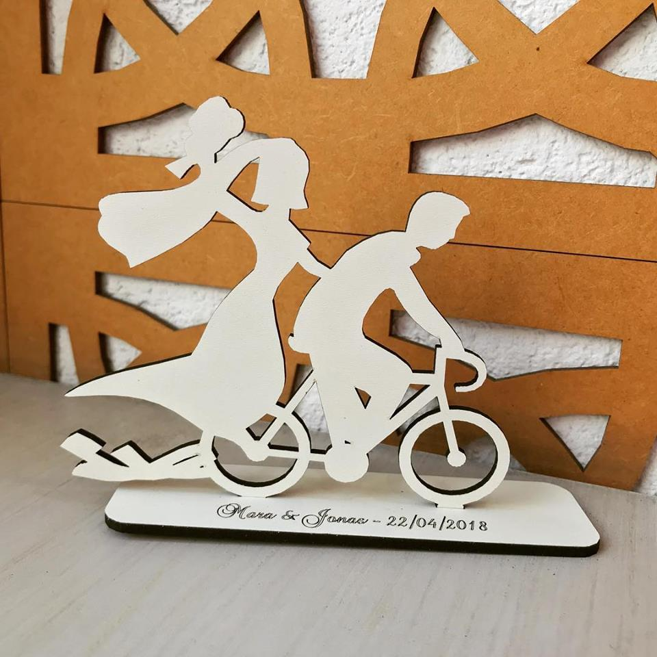 Ref. 032 - Topo de Bolo MDF Branco Noivos 15cm Casamento Bicicleta