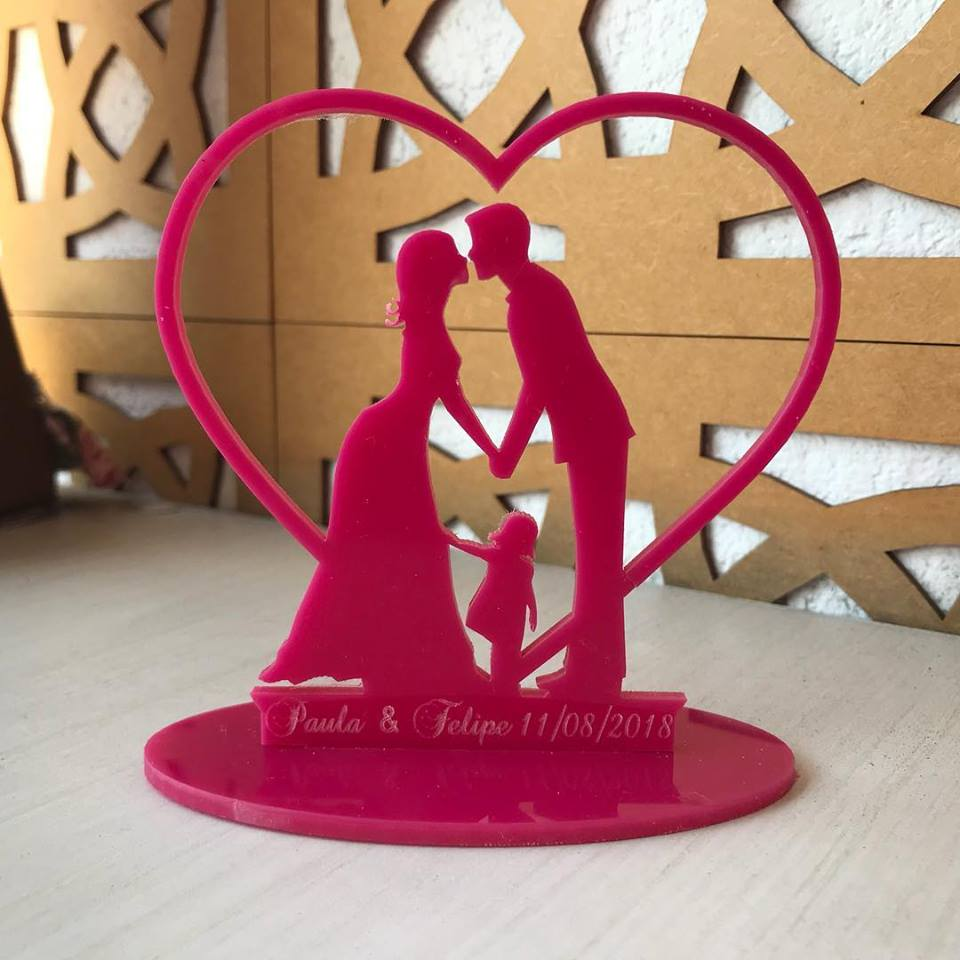 Ref. 047 - Kit Lembrancinhas de Casamento Gravação ACRÍLICO Noivos Menina Coração