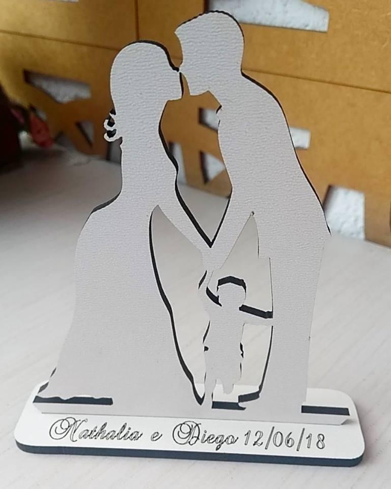 Ref. 048 - Kit Lembrancinhas Noivos Coração com Criança Menino - MDF Branco