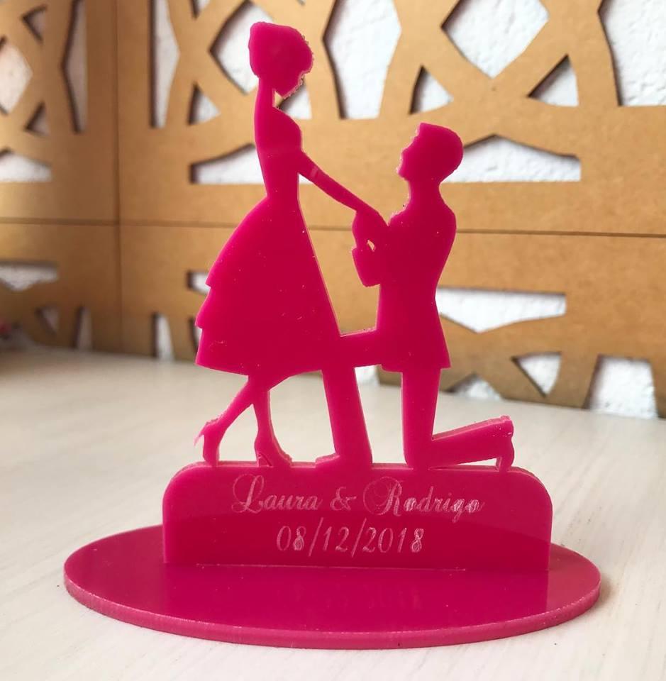 Ref. 051 - Topo de Bolo Acrílico Noivos Casamento 15cm