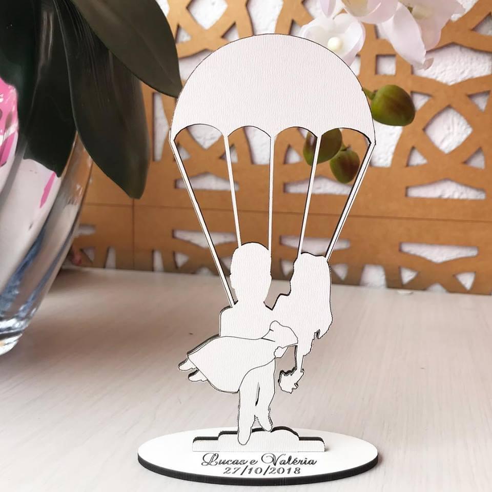 Ref. 055 - Topo de Bolo MDF Branco Coração Noivos Casamento 15cm