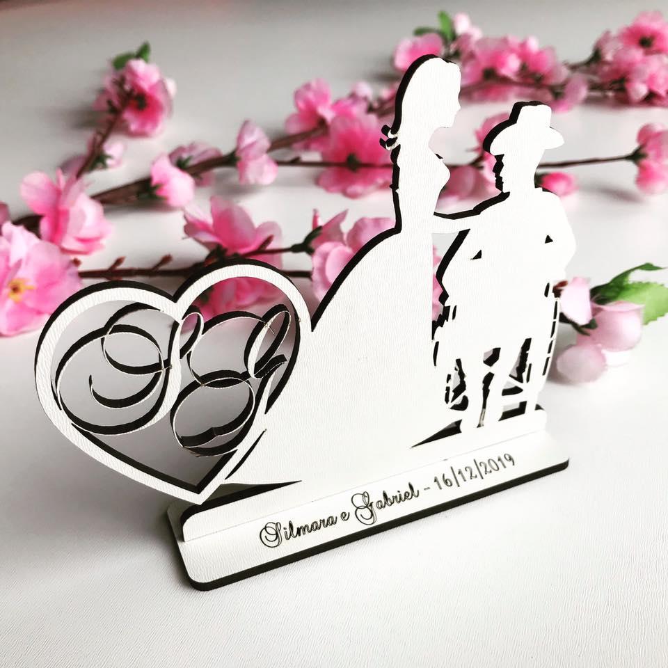 Ref. 064 - Kit Lembrancinhas de Casamento MDF Branco Noivo Cadeirante Cadeira de Rodas Coração Iniciais
