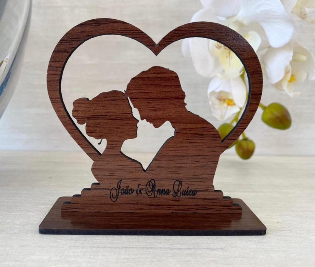 Ref. 071 - Kit Lembrancinhas de Casamento MDF Laminado Madeira Coração Noivos