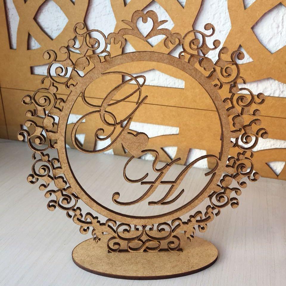 Topo de Bolo Provençal Monograma Redondo com as Iniciais Casamento Noivos 15cm - MDF CRU