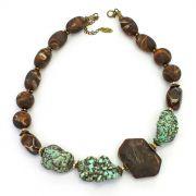 Colar feminino curto resinas e pedras - 2201