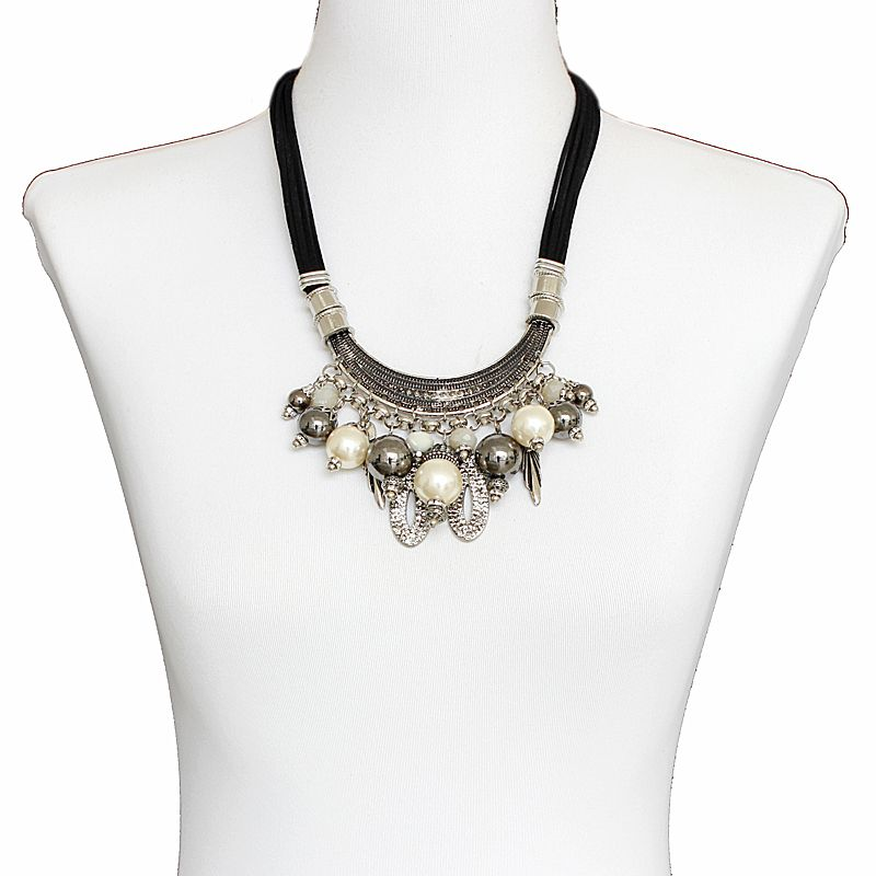 Colar feminino curto, camurça, metais e pérolas - Bijuteria - 7741