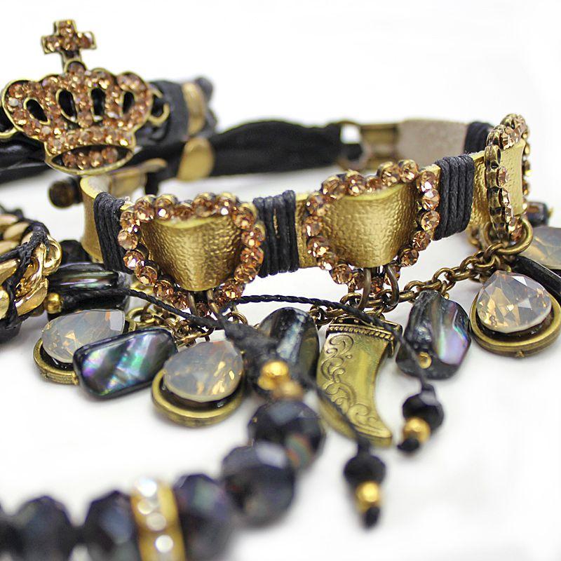 Pulseira feminina Dourada com preto, cristais e pingentes -2148