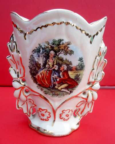 Antigo Vaso Em Porcelana Cena Galante Detalhes Em Ouro