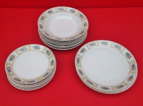 Antigo Conjunto De Pratos Porcelana Real