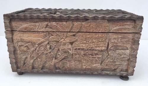 Antigo Bau Africano Incrivelmente Entalhado