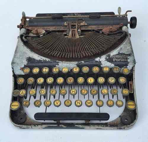 Antiga Maquina De Escrever Remington Portable