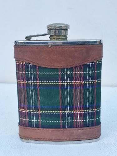 Antigo Cantil Garrafa Para Whisky Alumínio Revestido Em Tecido E Couro