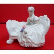 Antiga Escultura Dama Em Porcelana